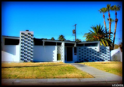 Mid-Century Modern House by Flickr User Paradise Palms (CC BY 2.0)