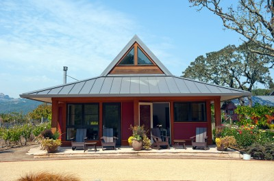 Designed by Rohleder Borges Architecture. This guest house is in Glen Ellen, California. It's my favorite small house in recent months. Image: Rohleder Borges Architecture. http://www.rb-a.net/res-sonomacottage1.html