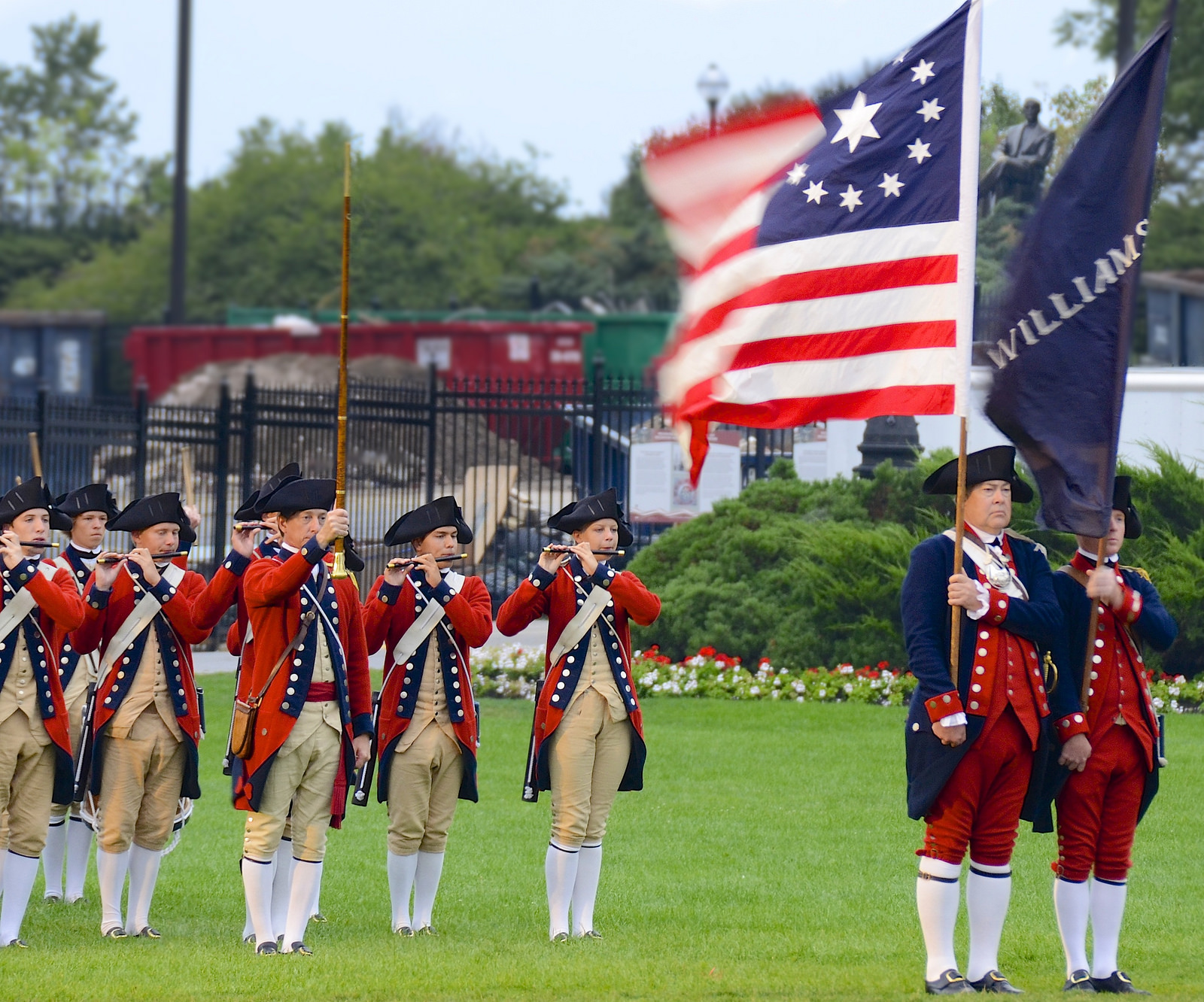 Williamsburg Fife and Drum Corps by Flickr user Jamie McCaffrey (CC BY-NC 2.0)