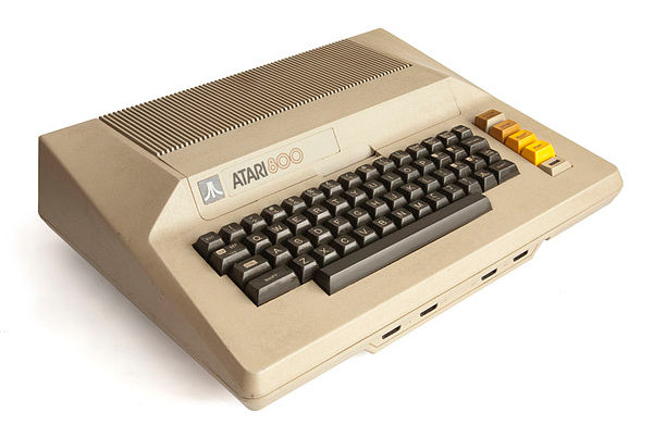 Atari 800 by Wikimedia user Bilby (CC BY 3.0)